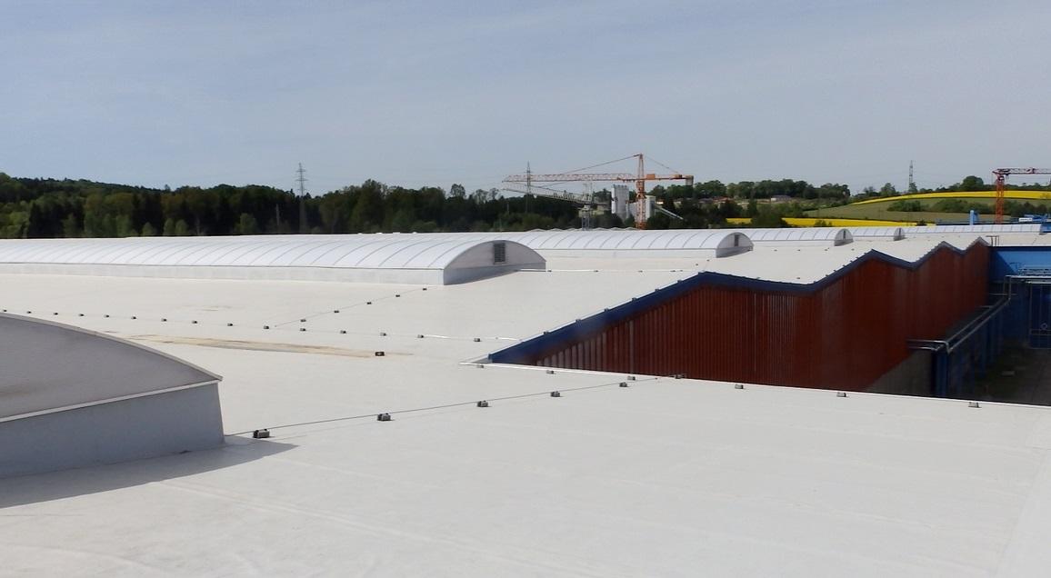 BAEST Benešov, střecha a světlíky (3)