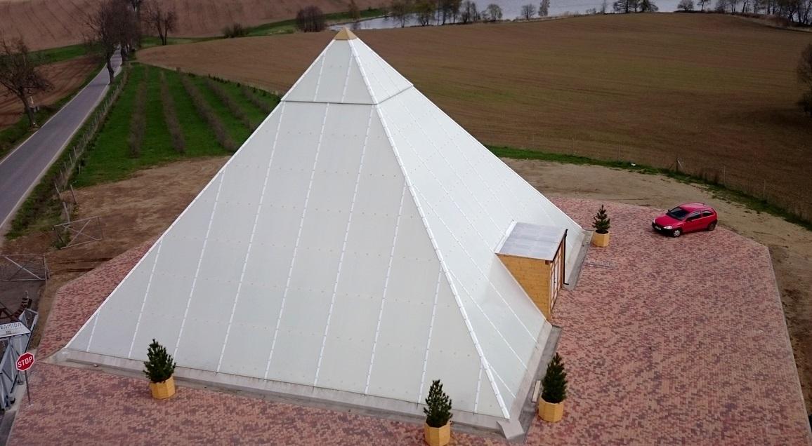 Pyramida Bohdalice, opláštění polykarbonátem (3)